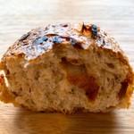 ブランジェリー ラ・フォンティヌ・ドゥ・ルルド - デーツのパン断面