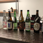 SANKAKU - カウンターに並ぶ地酒たち