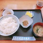 熊福 - 卵かけごはん定食(大) 510円 +自家製納豆(サービス)