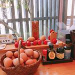 熊福 - 定食を注文した方は玉子食べ放題 しかも、醤油は3種類