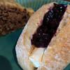 まめてん - 料理写真:むっちりした天然酵母パンに、自家製ブルーベリージャムと厚切りのクリームチーズをサンド♡贅沢なおやつパン。