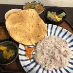 月と亀 - 筑前インド定食1,150円