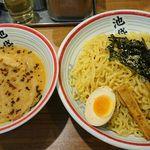 112882566 - 東京豚骨つけ麺(830円) 大盛(同額)
