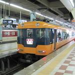 112884431 - 大阪上本町駅地上ホーム 近鉄特急で帰るだよ 特急の塗装は旧塗装仕様だね