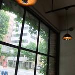 August Moon Cafe - グリーンが爽やかです。