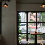 August Moon Cafe - 店内。