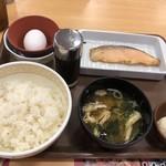 すき家 - 鮭定食(390円)