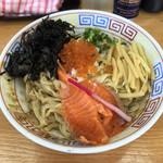 麺屋十郎兵衛 - 料理写真:イクラとサーモンの冷やしまぜそば  880円