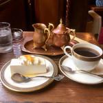 112897543 - レアチーズケーキとホットコーヒー