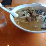 中華料理 李香 - 牛筋刀削麺720円+大盛り150円 お冷グラスと比較してね