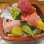 寿司処やぐら - 料理写真:ちらし(梅)
