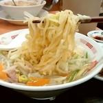 日高屋 - 日高屋@御茶ノ水聖橋店 野菜たっぷりタンメン 麺リフト