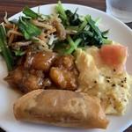 香港蒸籠 - レバニラ、青菜炒め、酢豚、トマトの卵炒め、春巻