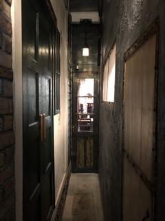 ヱントツコーヒー舎 - 店内の廊下