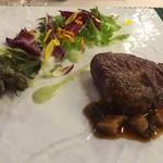 ログホテル ザ メープル ロッジ - 道産牛ヒレ肉のポアレ 毛陽田辺農園の椎茸おろしソース