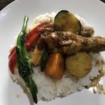 むちゃく - ルーと具材の野菜をオンザライス