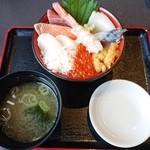 魚っ喰いの田 - 海鮮九色丼(2,150円)