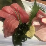 くいしん坊 大将 - 新鮮鮮魚(鮪、勘八)各390円。勘八は新鮮で脂も程よくとても美味しかったです(╹◡╹)。鮪は。。。