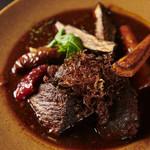 牛ほほ肉の赤ワイン煮込み~完熟トマトとフォンドヴォーのソース~