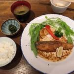 恵比寿 宮崎料理 てにゃわん - サーモンステーキ
