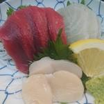 まる信 食堂 - 料理写真:生本まぐろ・真鯛・生ホタテ