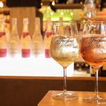 赤坂バル横丁 El Centro - 「フレシネ」氷を入れて飲むスパークリングワイン