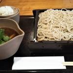 手打そば 行徳 慈庵 - 鴨せいろ(1600円税込) 薬味の下は蕎麦湯を飲む為の湯呑み