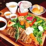 Cafe and Bar on℃ -温度- - サーロインステーキ&エビフライ