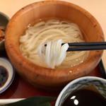 たらいうどん 山のせ - 均一な麺