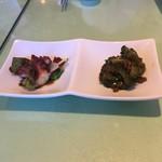 里弄 - 料理写真:前菜、たこの柔らか蒸しが柔らかくてよかった。