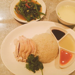 112958203 - シンガポールチキンライスと空芯菜