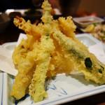 四季の味処 髭ダルマ - 天ぷら盛り合わせ980円。