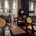 バロン - [内観] 店内 テーブル席 ②