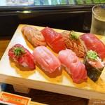 立ち寿司 まぐろ一徹 - 2019年5月 まぐろづくし八貫盛。これが1380円とは!安すぎ!