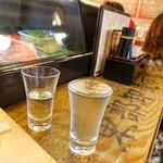 立ち寿司 まぐろ一徹 - 2019年5月 百歳夜桜漆黒特別純米生酒【580円】瓶に残っていた半端分サービスで頂きました♪