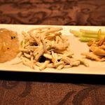 112963927 - 前菜三種(写真左からトリュフ入り冷製クラゲ、枝豆と干し豆腐の和え物、棒棒鶏)
