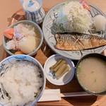櫓 - 料理写真:ボリュームたっぷり 日替り定食