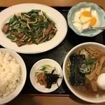 いっぷく苑 - 料理写真:ニラレバ炒め、ディナーセット