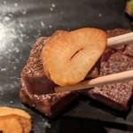 ステーキ&しゃぶしゃぶ ふじた - [料理] フィレステーキ & ガーリックチップ ひと口大 アップ♪w
