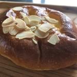 ブーランジェリー セイジアサクラ - 柚子香るクリームパン