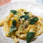 ペペロッソ - 料理写真:ねじり手打ちパスタにウニとトマトとピスタチオ