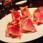 ワイン食堂 ゴッチス - ◾️生ハムと桃とマスカルポーネのインボルティーニ