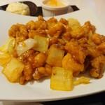 112989925 - 鶏肉と玉葱のカレー風味炒め。