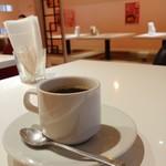 112989982 - ホットコーヒー。