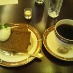 カフェ ヴォアール - ストロングブレンドと紅茶のシフォンケーキ