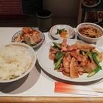 桂花飯店 - ランチ鶏とアスパラ炒め定食¥900+税