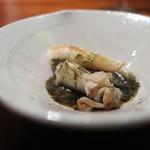 コントワール フー - 石垣貝のソテーにフランス産バターと岩のりのソース。フリーズドライしたゆずのパウダー。