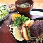 310食堂 - 料理写真:ハンバーグ定食225g、野菜もたっぷり