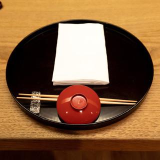 日本料理の醍醐味を伝える、確かな審美眼で選んだ器と繊細な料理