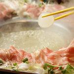 うりずん - 沖縄、幻の豚あぐーと旬野菜のコラーゲン鉄板しゃぶしゃぶ!